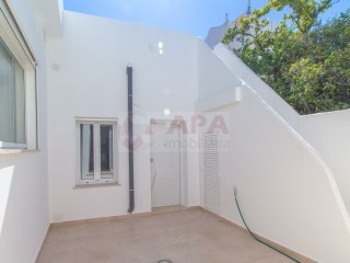 2 Bedrooms + 1 Interior Bedroom House Faro (Sé e São Pedro) - For sale
