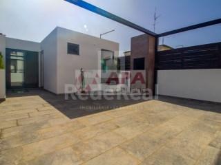 3 Bedrooms House Faro (Sé e São Pedro) - For sale