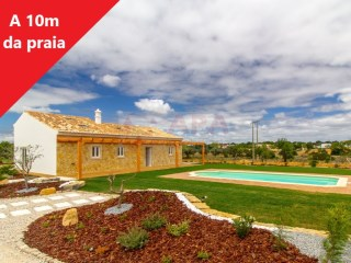 2 Bedrooms + 1 Interior Bedroom House Ferreiras - For sale