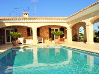 Luxury detached house with pool and gardens. | 4 Pièces | 1WC