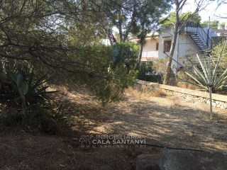 Plot in Cala Santanyi, a few meters from the beach. |