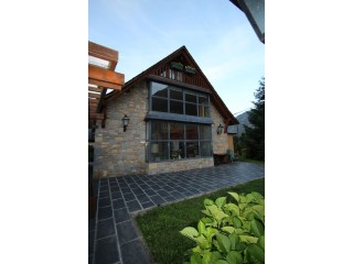 House › Les | 4 Bedrooms | 2WC
