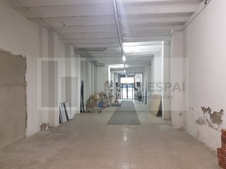 Local comercial en Sant Antoni - Eixample |