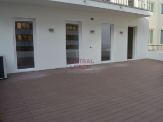 For rent 2 bedrooms with private terrace and garage next to Avenida da Liberdade
