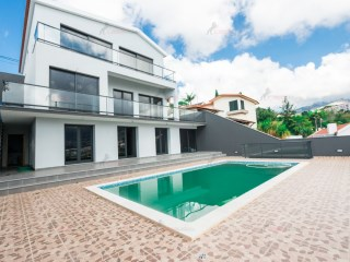 Detached House › Funchal | 4 Bedrooms | 6WC