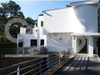 Detached House › Almada | 6 Bedrooms