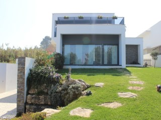 House › Sintra | 3 Bedrooms + 1 Interior Bedroom