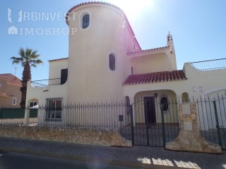 4 Bedroom Villa in Quarteira, Algarve | 5 Pièces | 3WC