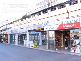 Good size Shop located in the Marina of Vilamoura |