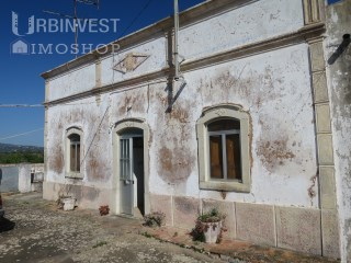 Typical and rustic Property to refurbish in Vale Judeu, Algarve | 4 Bedrooms