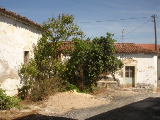 House 2 bedrooms to retrieve, near Santarém, for sale |