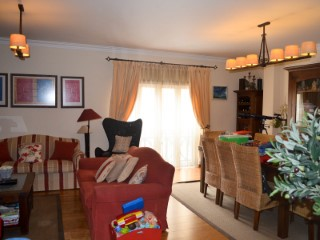 3 bedroom apartment with garage in gated community, near the Hospital, for sale | 3 Bedrooms | 2WC