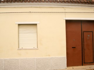 Single Level Home › Almeirim | 2 Bedrooms