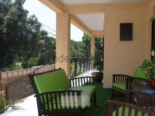 Vende-se Excelente Moradia V4 Independente de Três Andares 