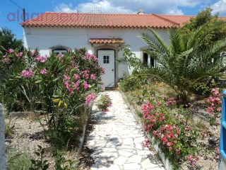 Villa for sale in TOMAR, with land and a natural lake | 4 Bedrooms | 4WC