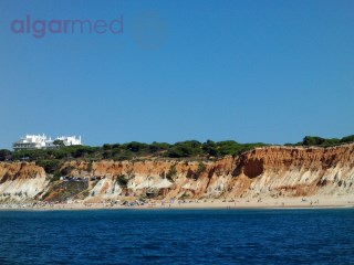 ALGARVE - Albufeira - Plot for sale with 860 m2, right next to the beach and a golf course |