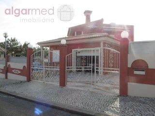 ALGARVE - Albufeira - EXCELLENT OPPORTUNITY! REDUCED PRICE! 4 bedroom villa for sale with garage and garden | 4 Bedrooms | 4WC
