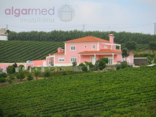 CENTRAL REGION - Torres Vedras - Farm for sale, with 4 bedrooms, swimming pool, gardens and garage. | 4 Slaapkamers