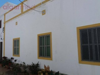 ALGARVE - S. Brás de Alportel - Old house for sale, set in a plot of land with 76.790 m2, ideal for rural tourism |