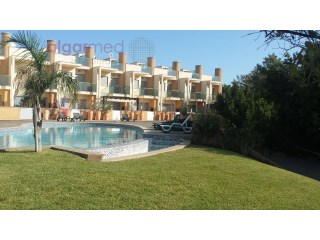 ALGARVE - Albufeira - 2 Bedroom Townhouse for sale in a private condominium with pool, gardens and sea view | 2 Slaapkamers | 3WC