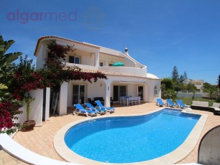 ALGARVE - Albufeira - 4 bedroom villa with pool and good location, for sale in Guia | 4 Slaapkamers | 4WC