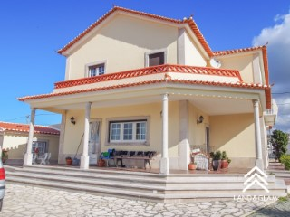 House › Mafra | 5 Bedrooms | 2WC