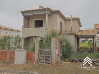 4 bedrooms semi-detached house, under construction with approved project. | 4 Bedrooms | 2WC