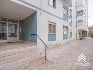 Apartment 2 bedrooms great for investment, close to Oeiras Park. | 2 Bedrooms | 1WC
