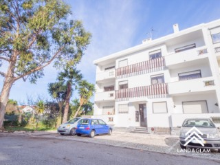 Apartment T2 +1 in São João do Estoril | 2 Bedrooms + 1 Interior Bedroom | 2WC