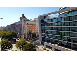 Large Office in Lisbon next to El Corte Inglés |