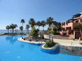 Luxury homes in first-line of beach in Estepona, Costa del Sol | 2 Bedrooms | 2WC