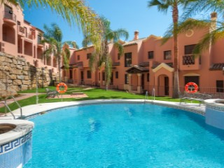 Luxury Townhouses in ESTEPONA GOLF | 3 Bedrooms | 2WC