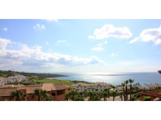 Apartment with front view to the sea in the area of Alcaidesa, very close to the sea and golf course | 2 Bedrooms | 2WC