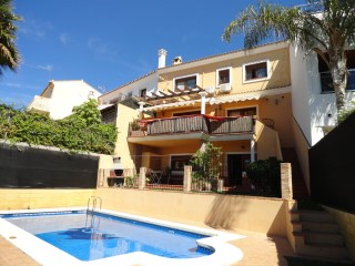 Detached villa within the area of Sotogrande, close to the beach and golf courses | 3 Bedrooms | 3WC