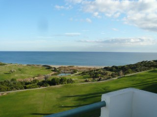 Apartment in first-line of beach and golf courses in the area of Alcaidesa | 2 Bedrooms | 2WC