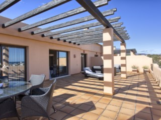 Exclusive 2-bedroom penthouse in Casares Costa. | 2 Bedrooms | 2WC