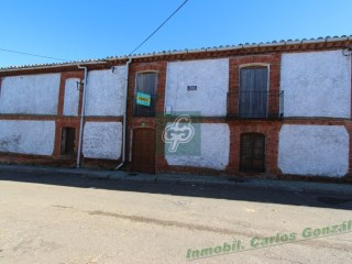 House › Villanueva de Azoague |