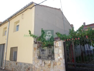 House › Pueblica de Valverde | 4 Bedrooms | 1WC