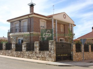 Villa › Benavente | 4 Bedrooms