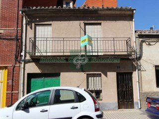 House › Benavente | 4 Bedrooms | 1WC