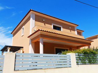 Villa with a total of 5 bedrooms and pool, near Vila Sol and beaches | 3 Bedrooms + 2 Interior Bedrooms | 4WC