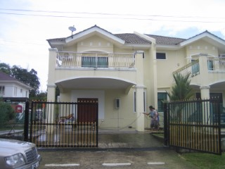 Semi-Detached House › Gadong B | 4 Bedrooms