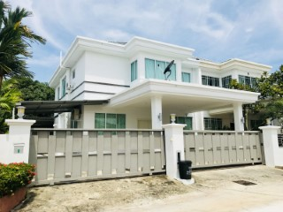 Semi-Detached House › Berakas B | 6 Bedrooms
