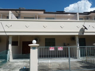 6-Bedroom Double-Storey Terrace | 6 Bedrooms | 4WC