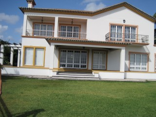 Detached house in fifth with 4,920 m2. A view of the sea and the city of Ponta Delgada. | 5 Bedrooms | 5WC