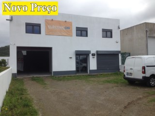 Warehouse with 375 m2, located in Chã do Rego de Água |