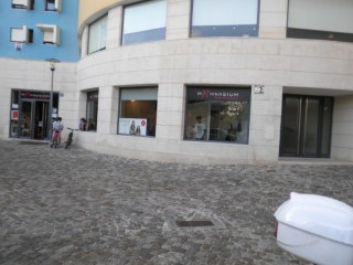Shop with total area of 80 m2, intended for trade. Santa Maria dos Olivais, Lisbon |