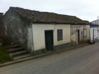 House 2 bedrooms, developed on a single floor, with covered area of 50 m2. In need of work. | 2 Bedrooms | 1WC