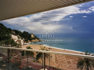 Apartment in beachfront for sale, Lloret de Mar | 4 Bedrooms | 3WC
