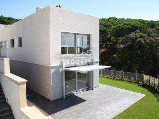 House › Cabrils | 4 Bedrooms | 3WC